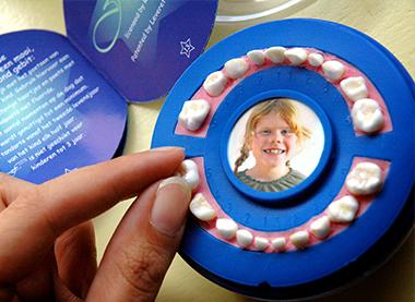 Ni/ña Caja de Dientes Beb/é Dientes Caja Acumulaci/ón de Dientes Dientes de Leche en Espa/ñol Caja para guardar dientes,Regalo para Ni/ñas en Madera de Souvenir